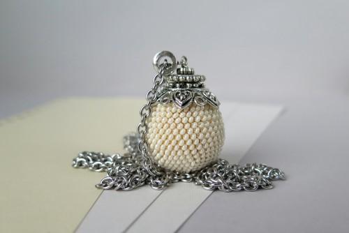 Kreminės perlų spalvos pakabukas burbulas