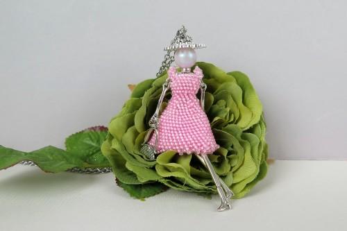 Rožinė damutė nėriniuota suknele